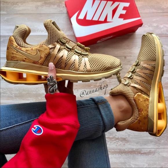 94c7f2c7618d NWT Nike shox gravity Metallic Gold Rare